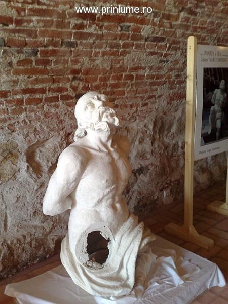 statuie reconstituita